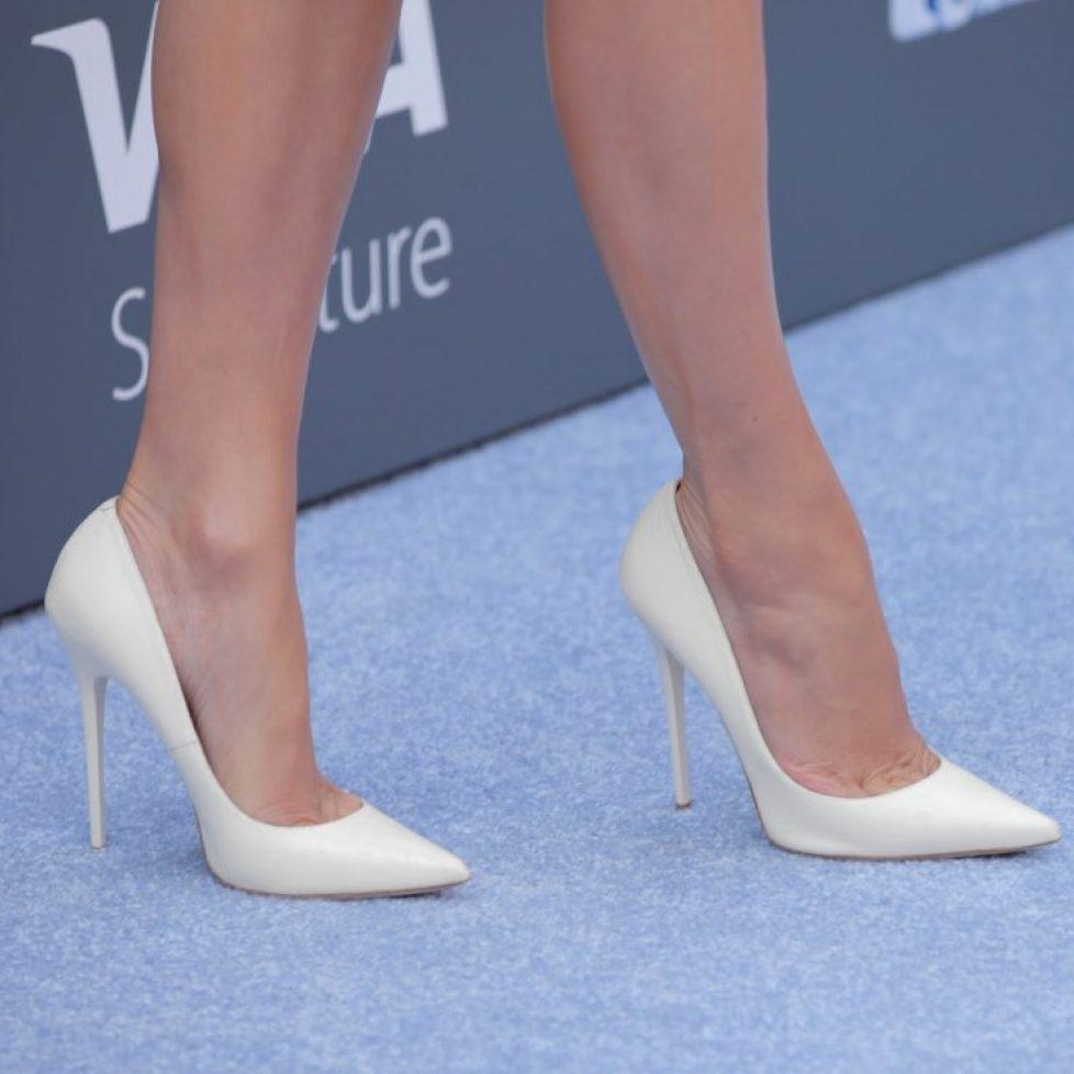 White_stiletto_high-heels